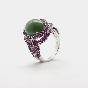 Comprar anillo en plata de primera ley con jade verde central rodeado por rubies