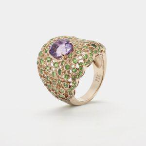 Comprar anillo con amatista central y demantoides alrededor. Plata chapada en oro