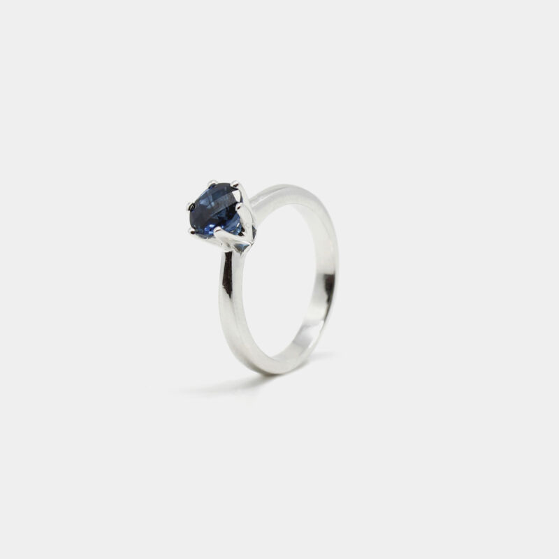 Anillo con topacio blue london